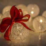 Авторские новогодние шары – почему это лучший вариант для праздника?
